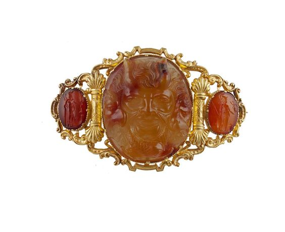 A MID 19TH CENTURY HARDSTONE INTAGLIO AND CAMEO SUITE, CIRCA 1860The diadem composed of seven gra
