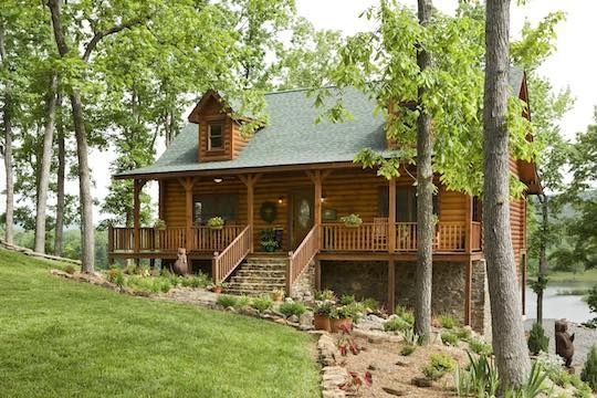 Custom Lakeside Log Cabin In The Ozarks In 2020 Small Log Cabin Log Cabin Homes Log Cabin Plans