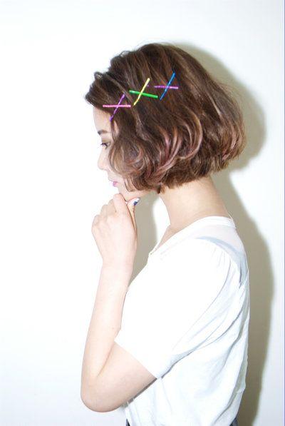 前髪をピンで留めるだけの簡単アレンジ 種類豊富なヘアピンテクニック ヘアスタイリング 美髪 ボブパーマ
