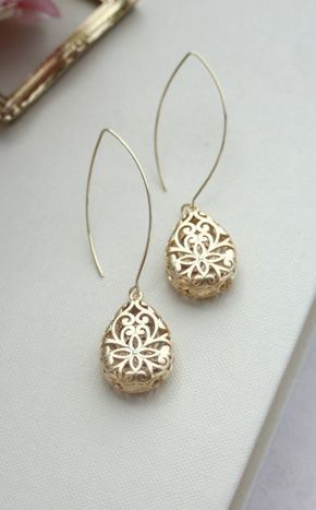 What's going on??!! This is cray cray! I know these are nice earrings but Ive gotten over 1000re-pins! I may have to buy them. Bought my mom a similar pair in silver. We share them and love them. They're fully finished, sooo unique.: