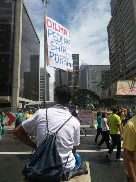 São Paulo (SP) -manifestantes seguram faixaemprotesto na Avenida Paulista null