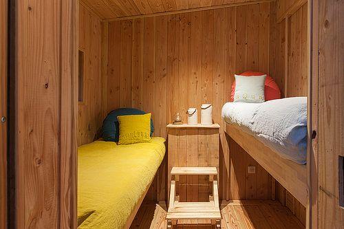 deco chambre enfants, draps lin, rustic chic, vacances originales en famille, cabane perchée avec spa