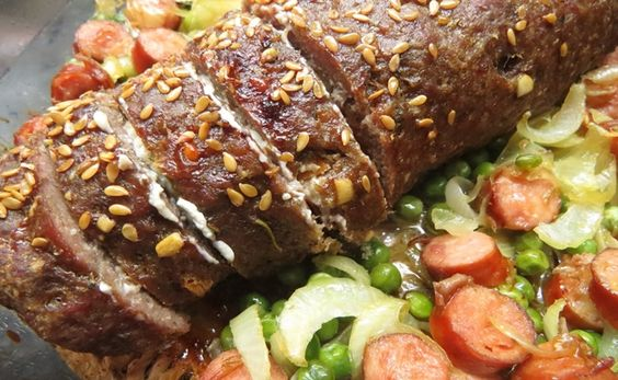 Receita de Rocambole de Carne Moída com recheio de Linguiça
