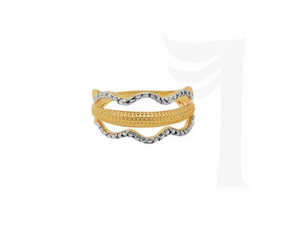 Este charmoso anel tem um toque de delicadeza e modernidade.