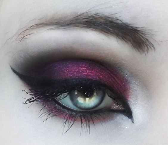 """If this isn't MAC """"Cranberry"""" then it's a dead ringer. A long-time fav, but I've never done it this nicely. Upping my game, here..."""