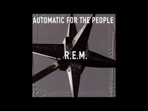 """R.E.M. – """"Find The River"""" Trotz des ermutigenden """"Everybody Hurts"""": """"Automatic For The Poeple"""" war im Grunde eine Ansammlung von """"songs about death"""", stellten R.E.M. nüchtern fest. Aber am Ende blitzte wieder Hoffnung auf. Nach dem nostalgischen """"Nightswimming"""" kommt """"Find The River"""", ein Stück über die Möglichkeiten, die das Leben einem bietet, wenn man sie nur sehen will – wenn man ein bisschen Mut hat und keine müden Augen. Michael Stipe wandert durch Blumen- und Gewürzgärten, die Band…"""