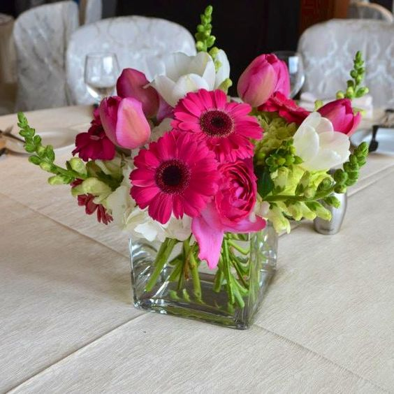 Bright and cheery centerpiece | http://eventsbyclassic.com