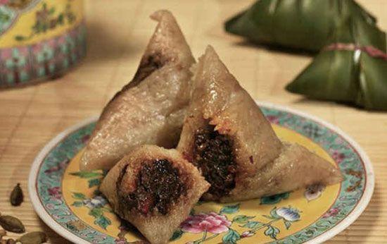 Bánh Ú Nếp Singapore một món ăn truyền thống thú vị.