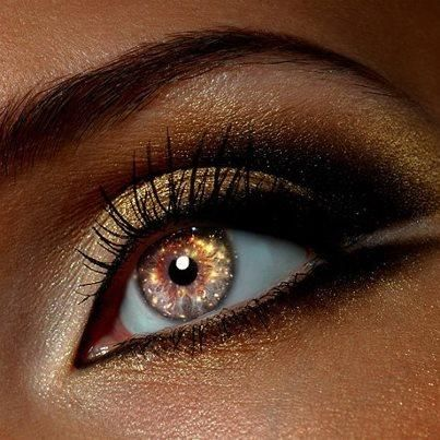 I found 'Holiday Contact Lenses' on Wish, check it out! I so want some of these!!!
