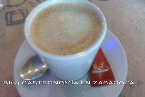 Esta tarde nos hemos tomado el Cafe con Leche en el Bar Los Tres Arcos