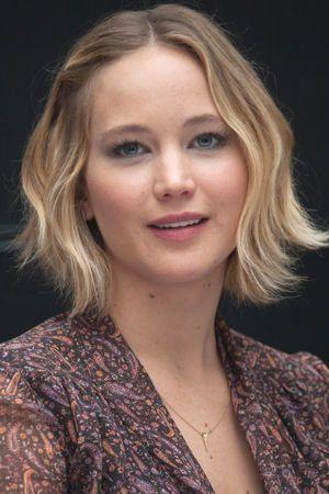 Le carré tie & dye : Le CV coiffure de Jennifer Lawrence - Journal des Femmes