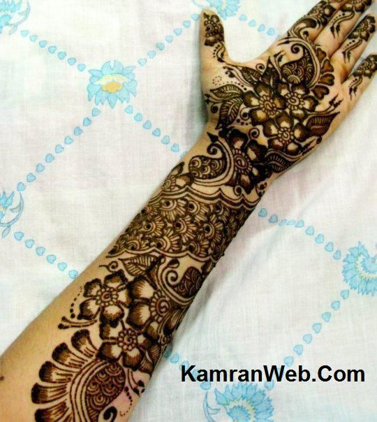 Arm Mehndi Style : Paint elements on white plates in office arabic arm