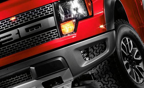 Con un poderoso motor V.8 de 6.2L, La Ford Raptor 2014 alcanza hasta 411hp y 434 lb-pie de torque. Desafía la potencia de su motor.