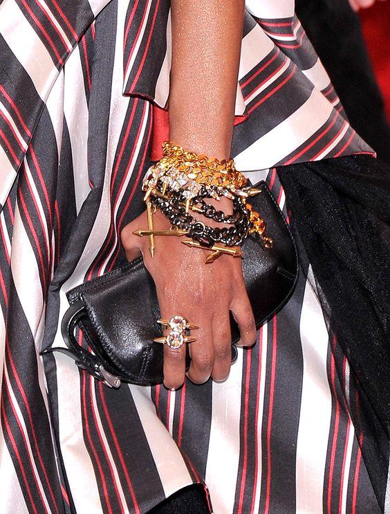 Met Gala alfombra roja accesorios inspiracion Punk Chaos to Couture -  Liya Kebede