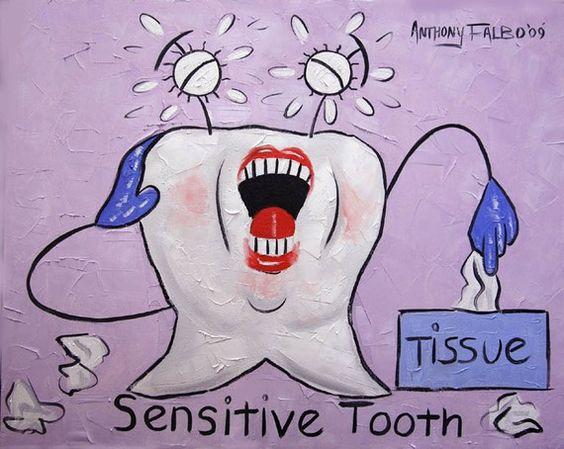 ¿Padeces sensibilidad dental? Usa un cepillo dental con filamentos suaves y pasta dental fluorada, el flúor aliviará el dolor de los dientes sensibles. Si las molestias persisten no dudes en visitarnos para que le pongamos solución a ese malestar ;)
