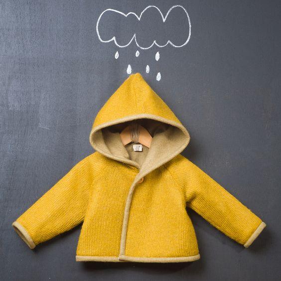 Abrigo reversible de lana en color ocre y paño de fieltro en color verde. ( http://www.modainfantilpopelin.com/product/abrigo-reversible-fieltro)