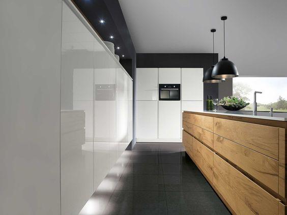 Design keuken ontmoet hout. Een hoogglans keuken kan soms een kil ...