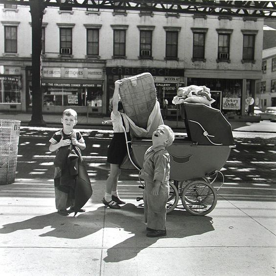 Vivian Maier: New York, NY, Settembre 1953© Vivian Maier Maloof Collection, Courtesy Howard Greenberg Gallery, New York