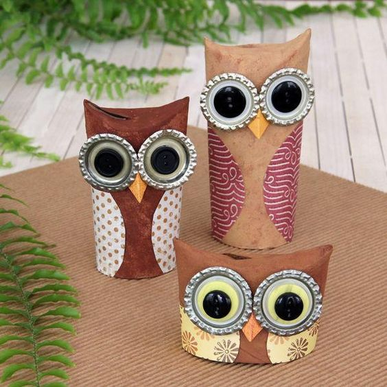 Cutie owls from toilet tubes and bottle tops inspired for Toilet paper tube owls