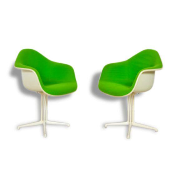 """Paire de fauteuils """"La Fonda"""" de Charles et Ray EAMES, vendu…"""