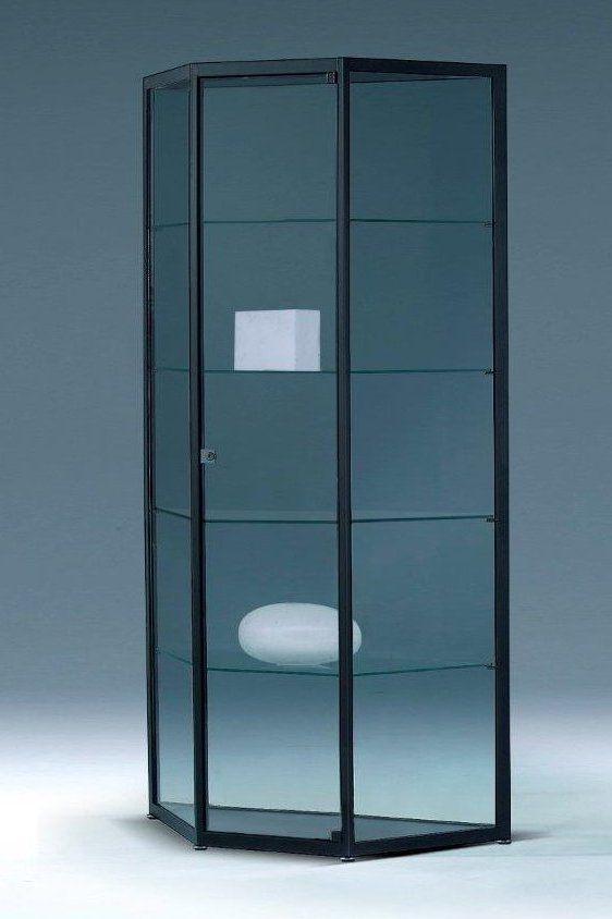 Trapezformige Wohnzimmervitrine Mit Spiegelruckwand Und Abschliessbarer Drehflugeltur Vitrine Trapez Spiegel
