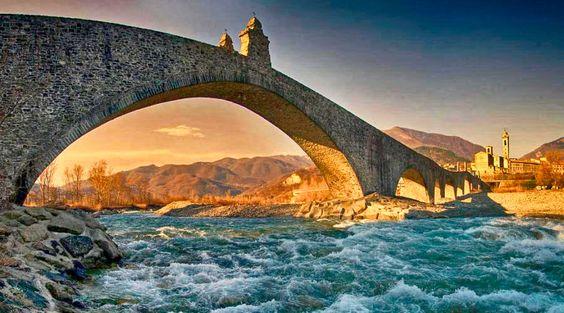 Il Ponte Gobbo di Bobbio (PC)