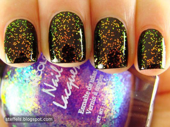 .Love sparkley nails