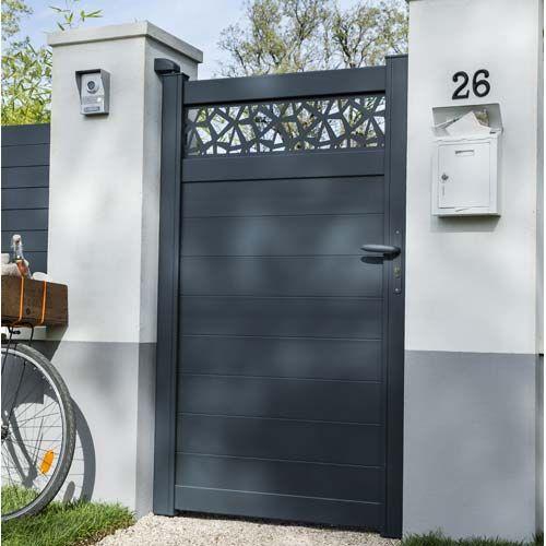 Portail Coulissant Et Battant Portail Bois Alu Leroy Merlin En 2020 Puertas Laterales Disenos De Puertas Metalicas Puertas De Entrada De Metal