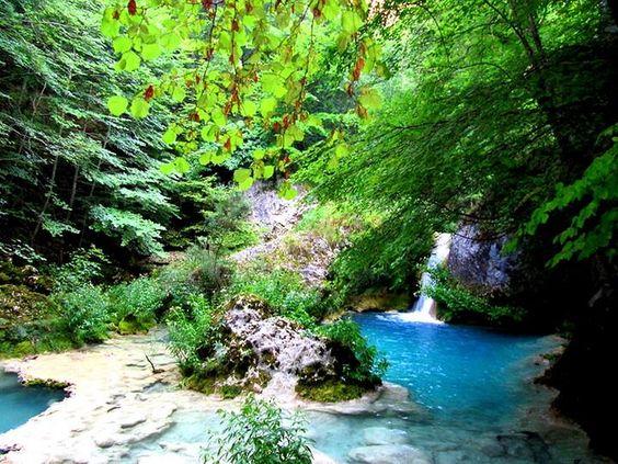Más fotos del nacedero del río Urederra, Navarra pic.twitter.com/leumd0FWXq