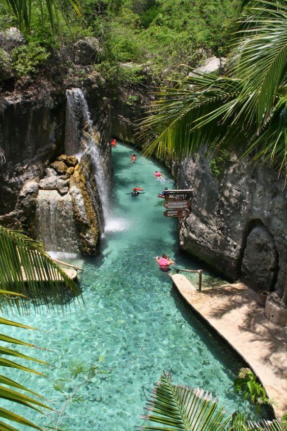 Xcaret - Riviera Maya - México - Lindo lugar para visitar. O único problema, que esse rio subterrâneo é muito escuro e não tem nenhum guia.