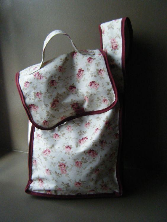 sac à tricot avec porte aiguilles sur le coté, mon premier!!!AR