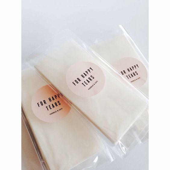 For happy tears. Wedding gift, trouw cadeautje, happy tissue, trouw zakdoekjes, giveaway,