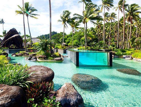 Bom Dia Pessoal!!! Que tal um lugar paradisíaco para abrir este belo domingo!??? Se não bastasse esta belíssima piscina o Laulaca Island Resort em Fiji criou outra piscina (com vidro) dentro da piscina. Uma bela visão para iniciar o domingo não? Quem gostou????  #ulishop #ulishopdreams #ulishopblog #arquitetura #arquiteto #architect #instaarch #architecture #archilovers #decor #decoração #design #decorador #designinteriores #inspiração #casa #home #homeideas #instahome #construção #piscina