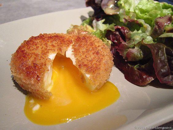 Comme nombre d'entre vous, je n'ai pu résister à réaliser ces œufs mollets frits, popularisés par Cyril Lignac lors de la dernière saison de Top Chef.