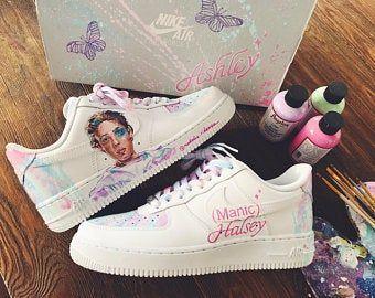 trama Subrayar obtener  Billie Eilish personalizado pintado Nike Air Force 1 | Etsy | Custom  painted shoes, Custom shoes diy, Sneakers