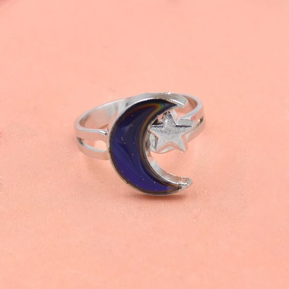 1pc Moon & Star Shaped Mood Ring Adjustable Novelty Ring Fashion Jewelry Material: None Metals Type: Zinc Alloy Model Number: - Style: Classic Shape\pattern: Plant Gender: Women Setting Type: None Occ