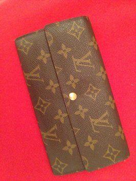 Louis Vuitton Long $320