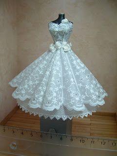 Robe blanche, dentelle, fleurs, nœud, cintrée, GORGEOUS