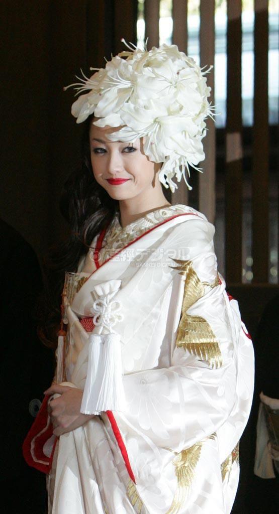 純白の和服の沢尻エリカ