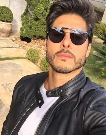 Espantando o frio com muito estilo ❄️ O modelo é da marca Web Eyewear ✨ @brunosantos_sp www.envyotica.com.br #envyotica #webeyewear #Boy #man #men #masculina