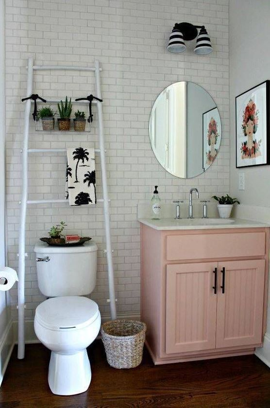 47 Clever Small Bathroom Decorating Ideas Home Decoration Cleversmallbathroom Decorati Small Bathroom Decor Small Apartment Decorating Cute Bathroom Ideas