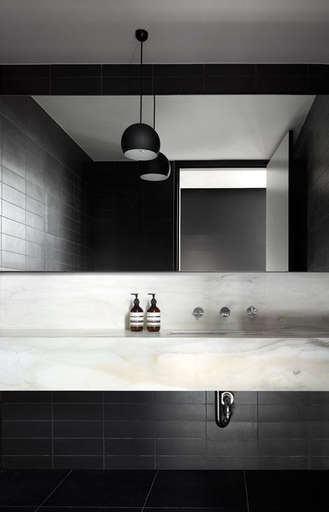 Black and white bathroom, Marble washbasin | 33 MacKenzie Street, Melbourne, 2012 - Elenberg Fraser