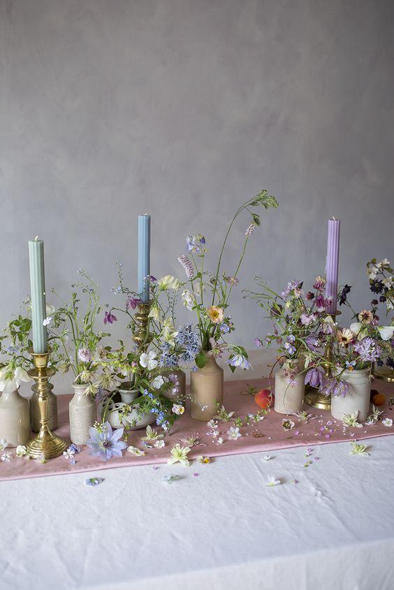 aranjament floral masa nunta lumanari pastelate inspiratie nunta primavara