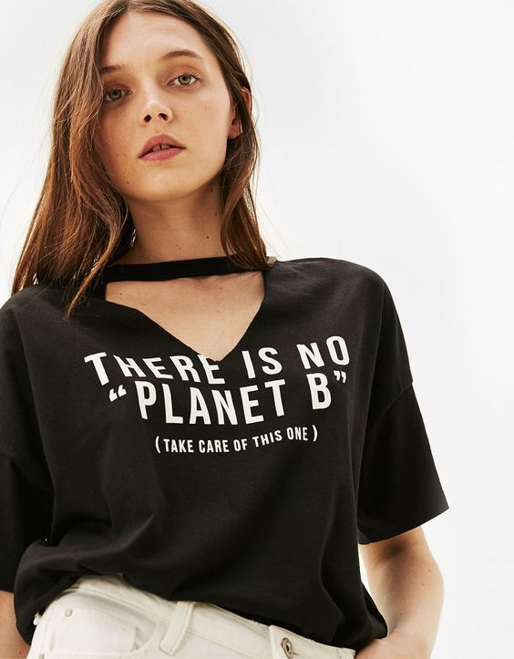 'I am a Woman' T-shirt with choker neck. Discover this and many more items in Bershka with new products every week