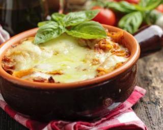 Gratin léger à croquer courgettes, tomates et oignons caramélisés : http://www.fourchette-et-bikini.fr/recettes/recettes-minceur/gratin-leger-croquer-courgettes-tomates-et-oignons-caramelises.html