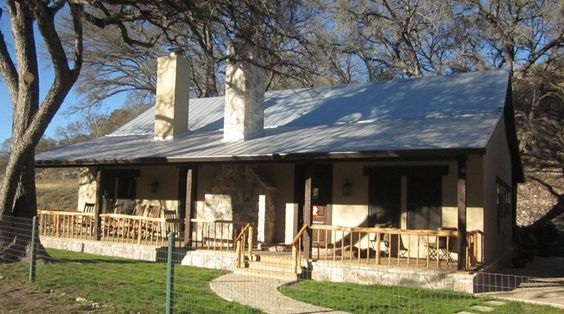 Metal cabin with stucco exterior love austin stone but for Texas cabin builders