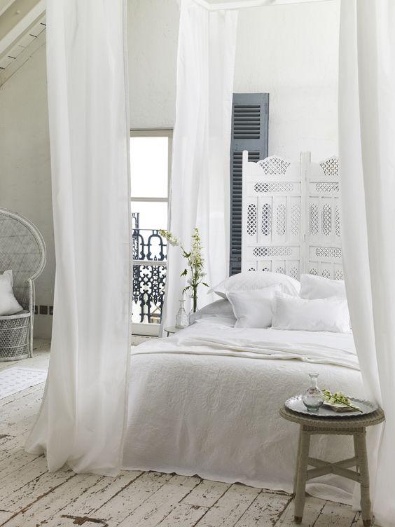 white bedroom! White is honestly the best way to go with anything home decor! Perfect for pictures and such a pretty elegant look<33