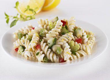 Essayez notre délicieuse salade de pâtes aux légumes à la vinaigrette ranch. Conseil:Cette salade se conserve deux jours; si celle-ci doit être conservée plus d'une journée, ajouter l'avocat avant de servir et de la vinaigrette, au besoin.