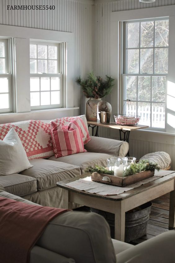 Farmhouse couch and cottages on pinterest for Living room quilt