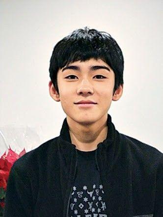 カメラ目線で微笑む八代目市川染五郎のかっこいい画像
